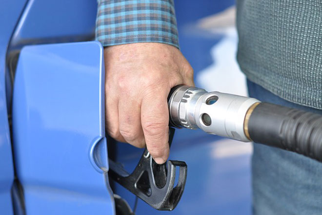 Sri Lanka fuel pricing formula accepted in principle: minister