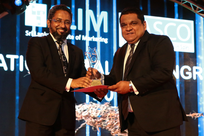 SriLankan Airlines Manager Japan, Fawzan Fareid receiving the award