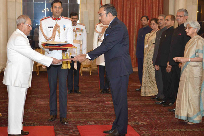 High Commissioner Esala Weerakoon presents Credentials to Indian President