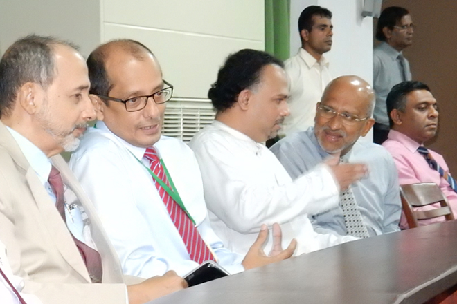 Plantation Industries Minister visits 'Colombo Tea Auction'