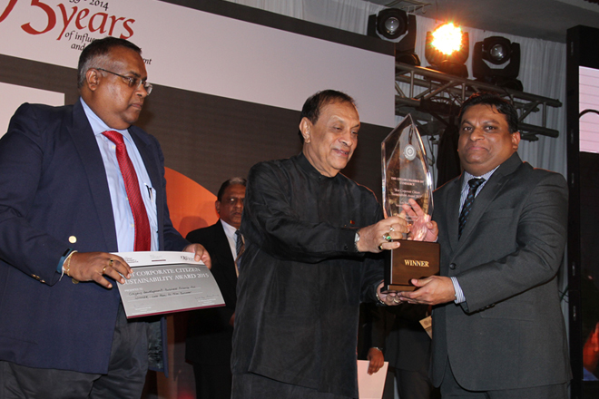 1.Mahesh Nanayakkara, Managing Director/ CEO of CDB receiving  the award from Hon. Karu Jayasuriya, Speaker of the Parliament of Sri Lanka and Mr. Samantha Ranathunga, Chairman – Ceylon Chamber of Commerce