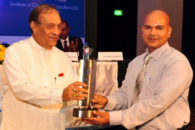 Hapag-Lloyd Lanka walks away with Best Customer Service Award