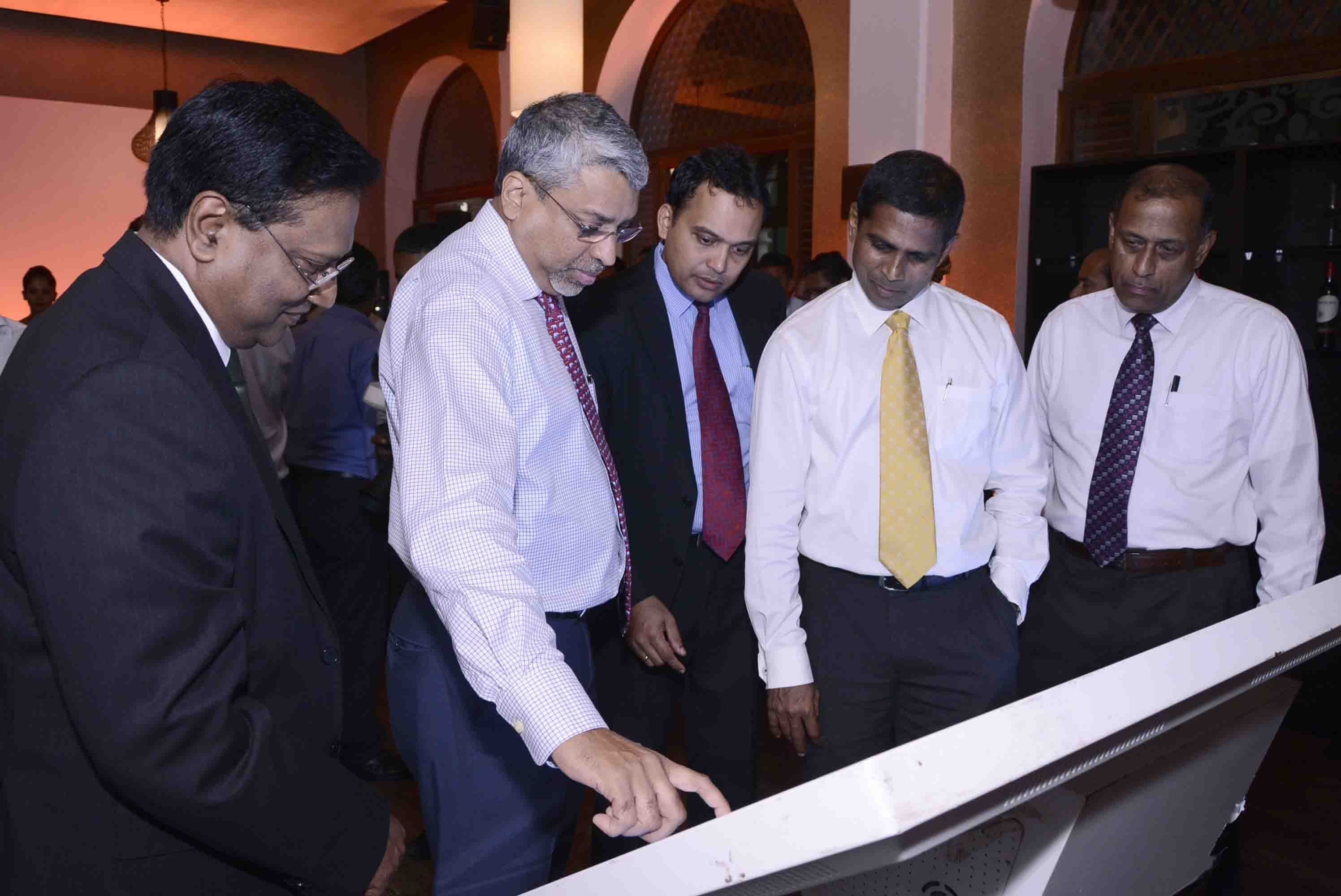 SriLankan Airlines' Manager E Business Development, Ajith Weerasekera, Chief Executive Officer, Captain Suren Ratwatte, Head of IT, Chamara Perera, Chief Commercial Officer,  Siva Ramachandran with Aruna Jayasekara,Deputy General Manager Sampath Bank