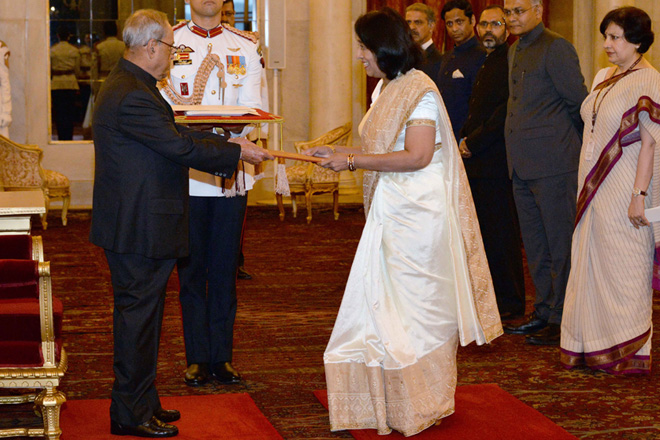 New HC Chitranganee Wagiswara presents credentials to Indian President