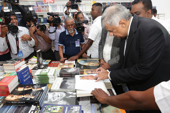 Prime Minister visits Colombo International Book fair 2016