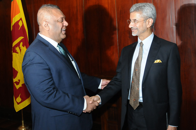 Indian Foreign Secretary discusses progress of Indian projects in Sri Lanka