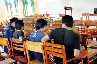 University teachers calls authorities to fill vacancies in student admissions
