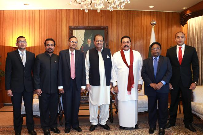 Mahinda meets Pakistan President Mamnoon Hussain