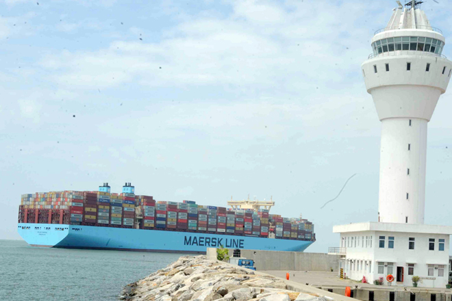 Biggest container vessel to ever enter into S Asia calls Colombo