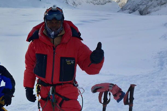 Johann Peries successfully summits Mount Everest