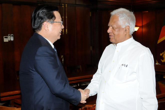 Sarath Amunugama meets Chinese Ambassador
