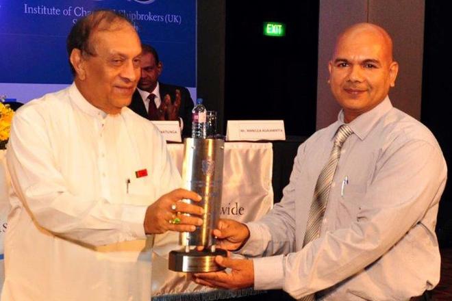 Hapag-Lloyd Lanka walks away with Best Customer Service Award