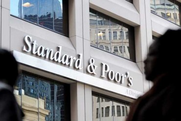 S&P lowers Sri Lanka's credit rating to 'B-'