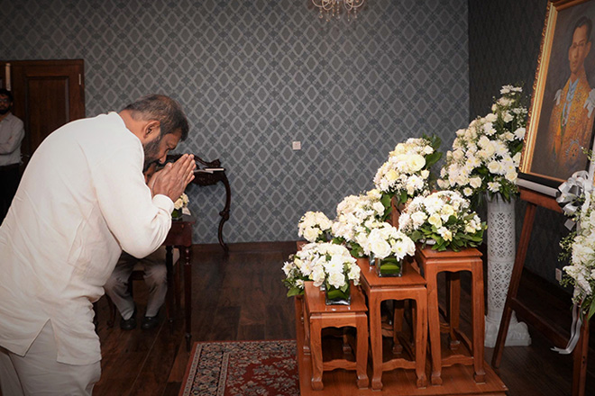Minister Daya Gamage pays last respect to Thai King