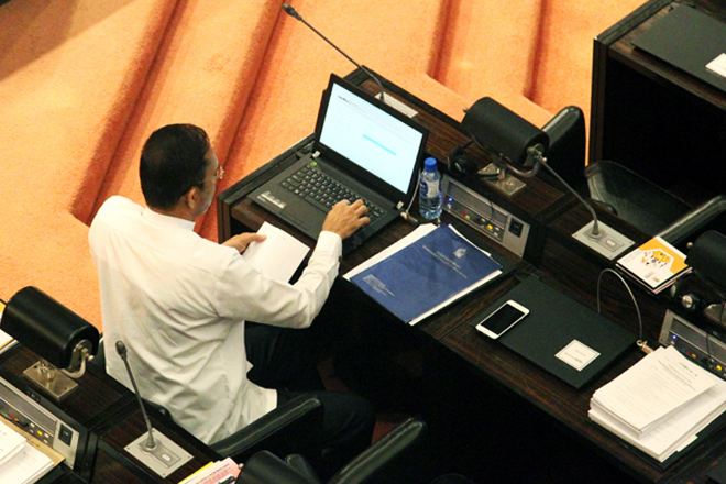 Sri Lanka launches e-Chamber with laptops for MPs