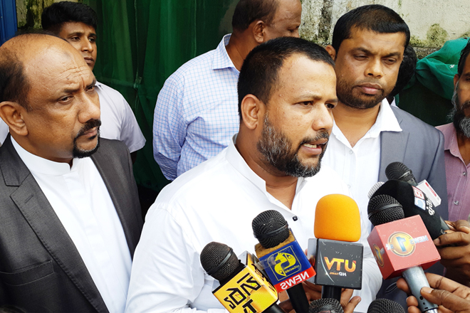 We are only partners of Sri Lanka democracy, but not of UNP: ACMC