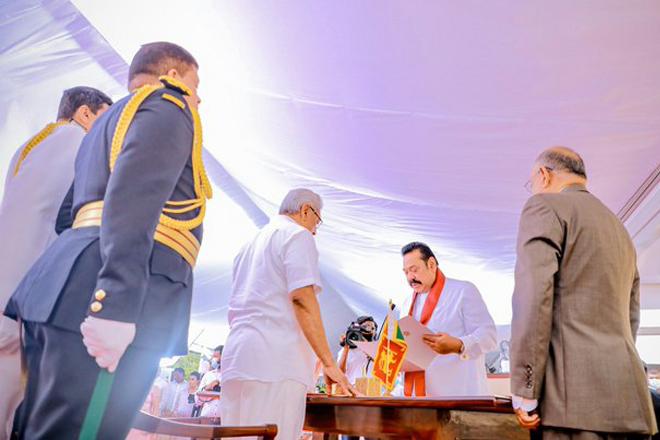 Mahinda Rajapaksa sworn in as Sri Lanka's Prime Minister